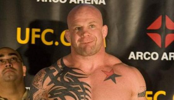 Jeff Monson pokazuje Rosjanom co to znaczy anarchia