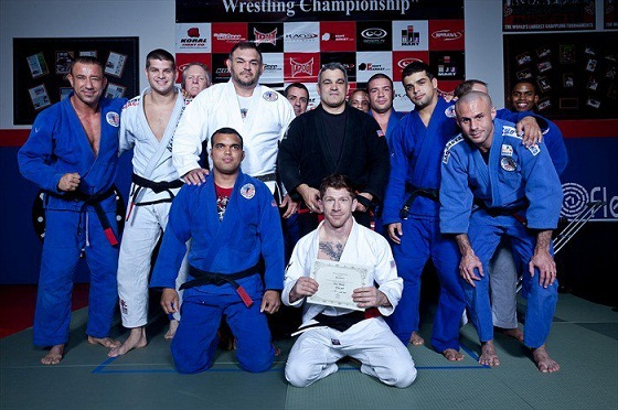 Mike Thomas Brown z czarnym pasem BJJ
