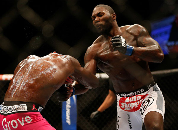"UFC 172: Udany powrót Anthony'ego Johnsona do UFC. ""Rumble"" pokonuje Phila Davisa"