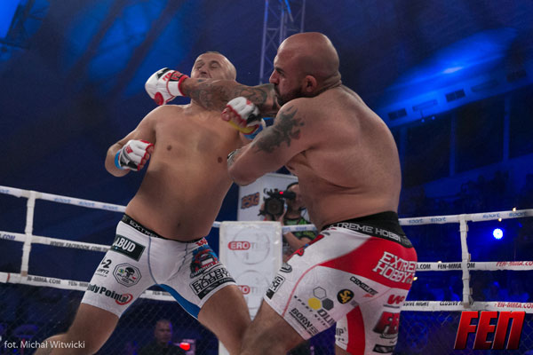 Karty sędziowskie Fight Exclusive Night 8